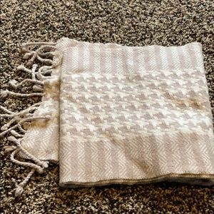 Accessories - Tan and Cream Winter Scarf